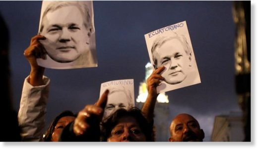 Ecuadorians protest over Assange